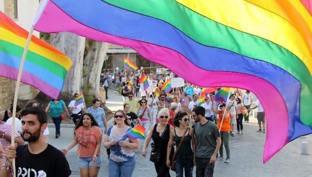 Parlamento Ue riconosce 'famiglie gay'