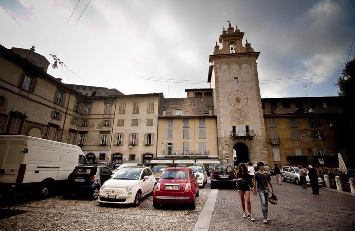 Piazza Mascheroni, quando ancora c'erano le auto...