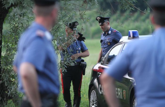 I carabinieri sul luogo della sparatoria