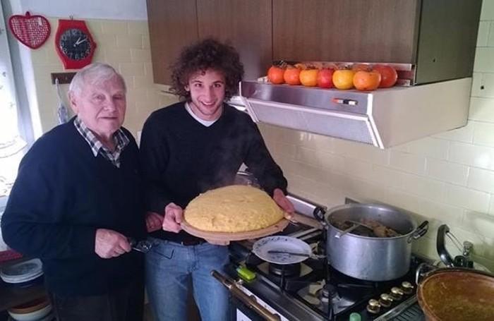 Igor Andreoni e la polenta, insieme al nonno Nunzio