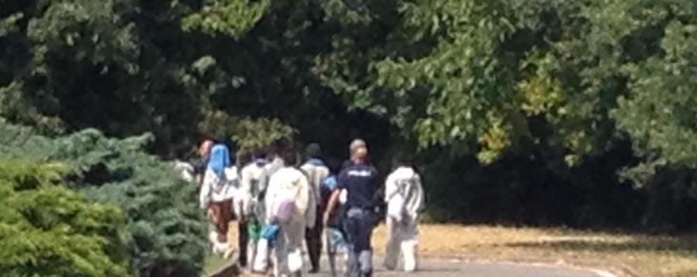 Primi migranti arrivati a Romano Bordonali: «Da Bergamo la ribellione»
