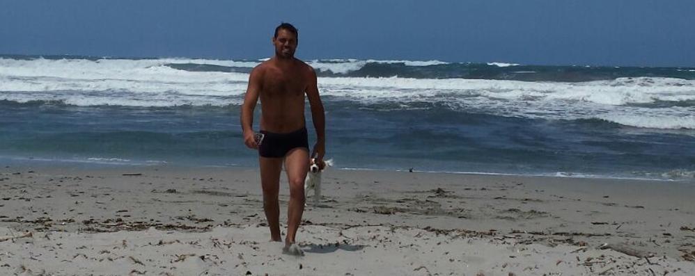 Turista bergamasco in Sardegna salva due fratelli in balìa delle onde