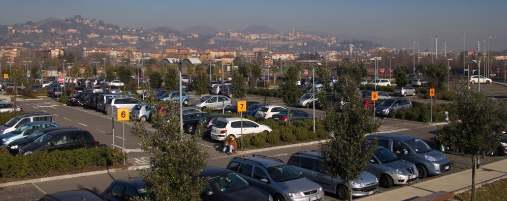 «Ospedale, ridurre le tariffe del parking» L'obiettivo è copiare l'idea  di Treviglio