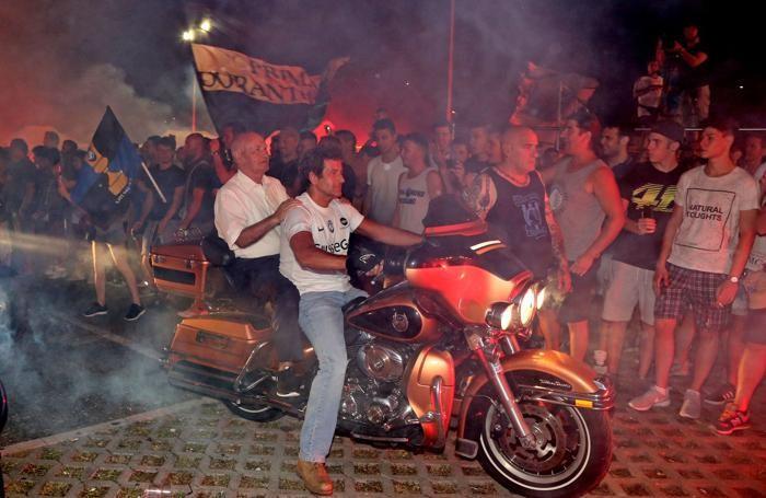 Mino Favini arriva in moto alla Festa della Dea