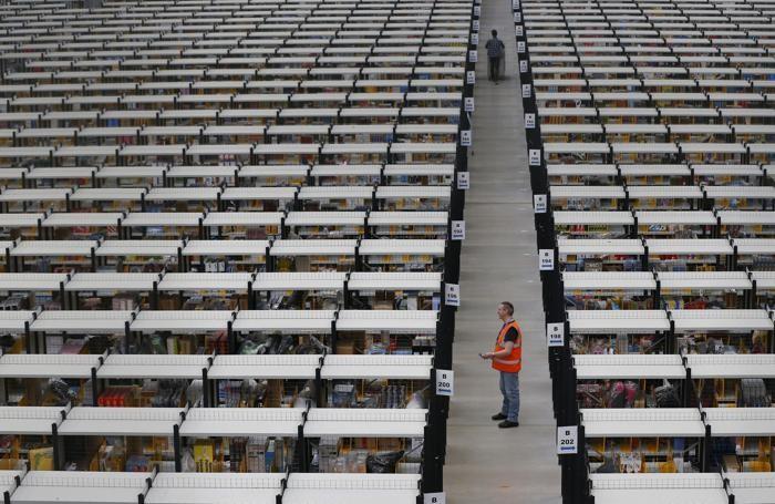 Uno sterminato magazzino di Amazon