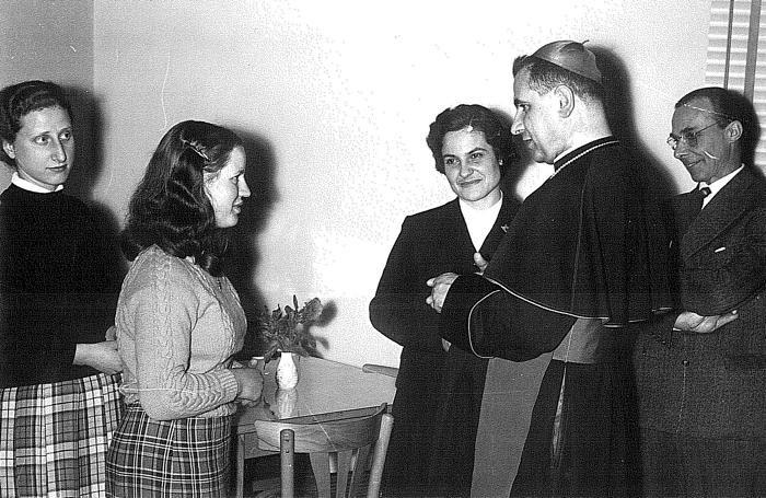 Zaira Cagnoni a fianco di mons. Giuseppe Piazzi, vescovo di Bergamo negli anni '60