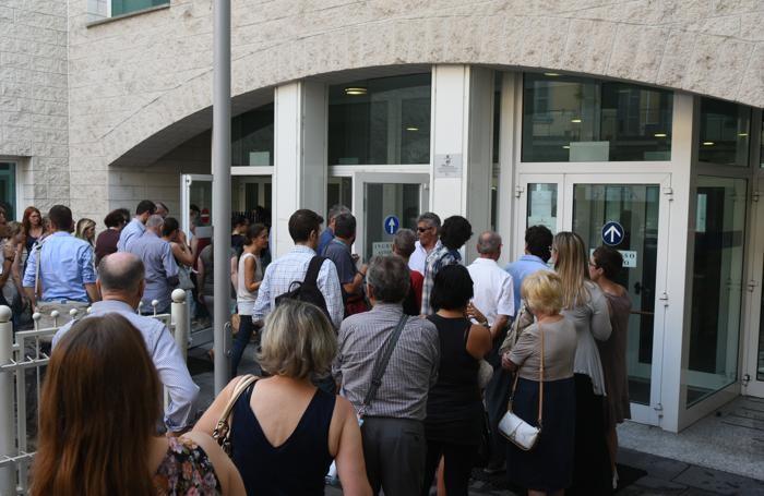 L'apertura del tribunale alle 8,30