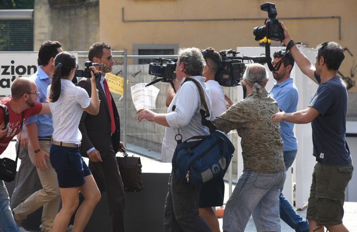 L'arrivo dell'avvocato Enrico Pelillo, legale della famiglia Gambirasio
