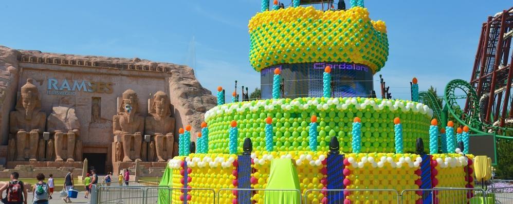 Gardaland compie 40 anni Festa con una torta di 8 metri