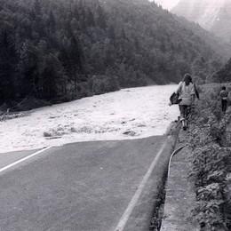 L'acqua che invade la strada provinciale