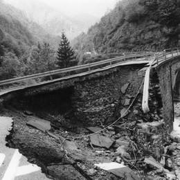 Il crollo del ponte al bivio Valtorta-Ornica