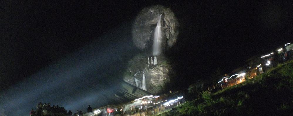 Le cascate del Serio in notturna Spettacolo mozzafiato - Video
