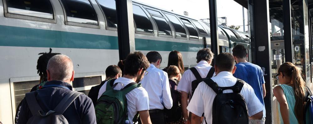 «Treni da incubo, 4 punti per cambiare» I pendolari lanciano una petizione  online