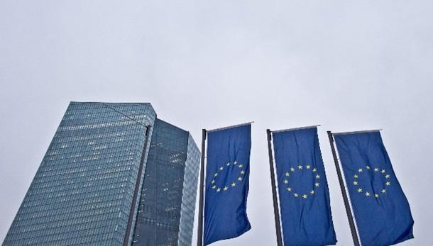 Cambi: euro stabile a 1,10 dollari
