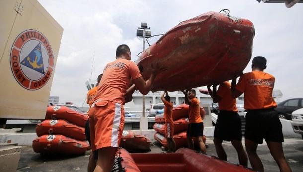 Filippine: affonda traghetto, 36 morti