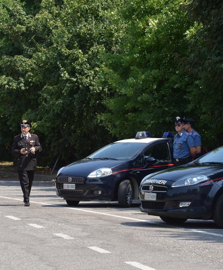 Carabinieri alla palestra di Romano durante la visita del prefetto