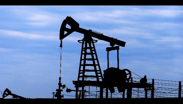 Petrolio: in calo a 57 dollari