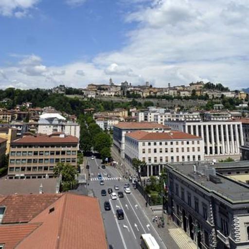 Bergamo Vista Dall U2019alto Apre La Torre Dei Caduti