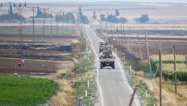 Isis: turchi attaccano ancora, anche PKK