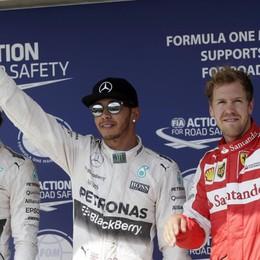 Pole stellare di Hamilton in Ungheria Mezzo secondo a Rosberg. Vettel 3°