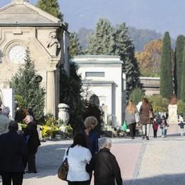 Bergamo cerca sponsor per il mini bus del cimitero
