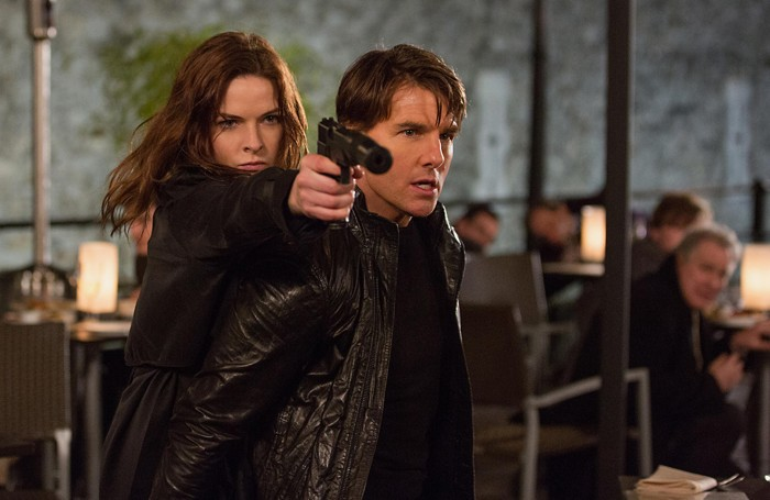 Rebecca Ferguson e Tom Cruise in una scena del film