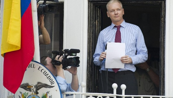 Assange alla Francia, datemi asilo