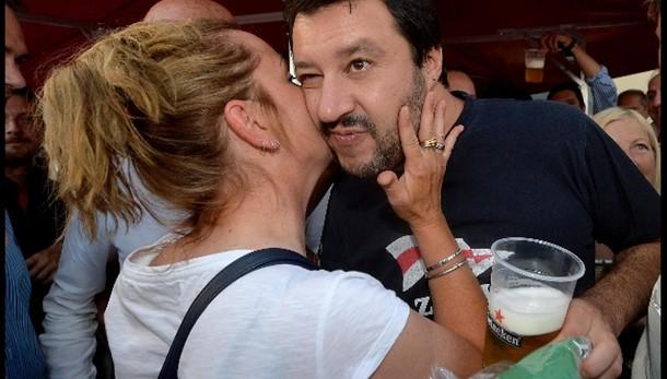 A Salvini un milione di Like Facebook
