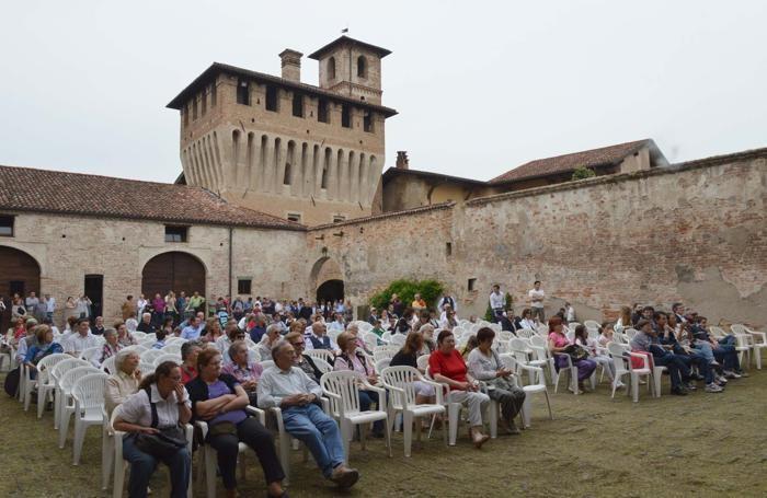 Il castello di Pagazzano. Sopra Festa in Rocca a Urgnano