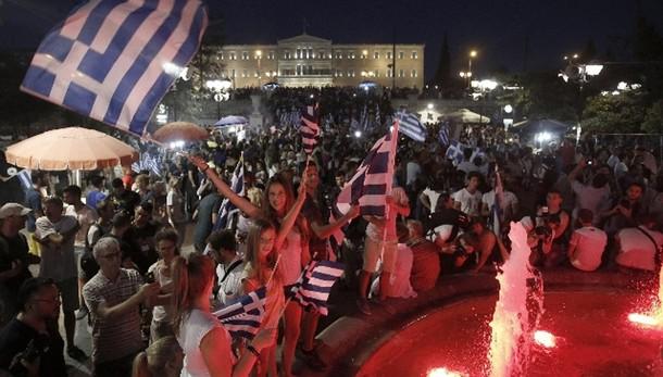 Grecia: 52,3% scrutinio, No al 61,2%