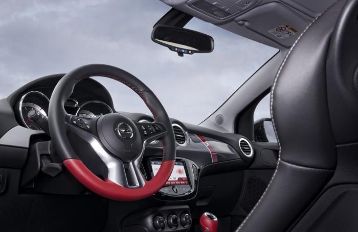 L'interno dell'Opel Adam Rocks