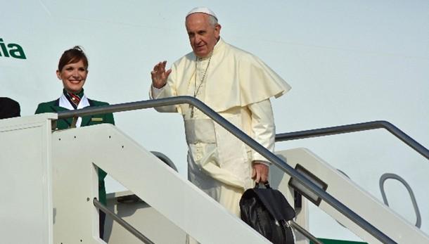 Papa: partito per l'Ecuador