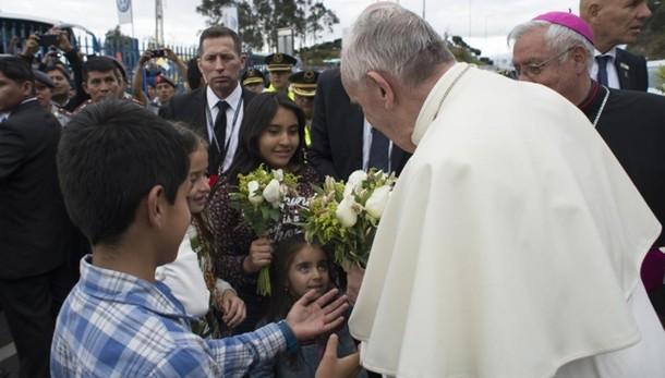 Papa: messa a Guayaquil, poi da Correa