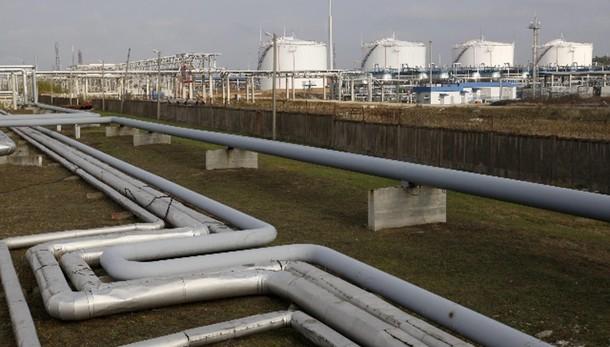 Petrolio in calo, pesa voto Grecia