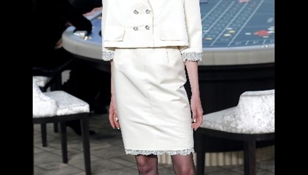Chanel, spalle larghe e laser 3D