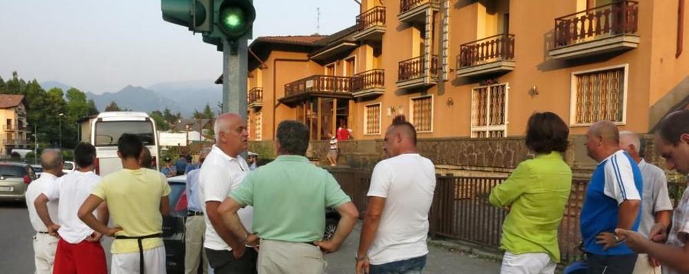 Arrivano i profughi a Rovetta Scatta la protesta, strada bloccata