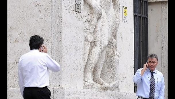 Borsa: Milano apre in rialzo (+0,37%)