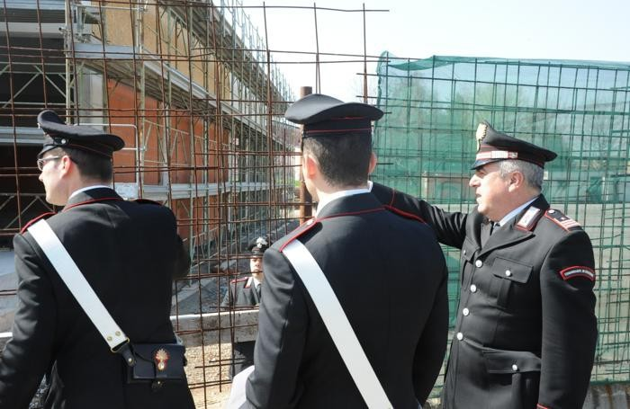 Carabinieri al cantiere del polo scolastico