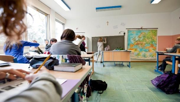 Scuola: Renzi, ora 100.000 assunzioni