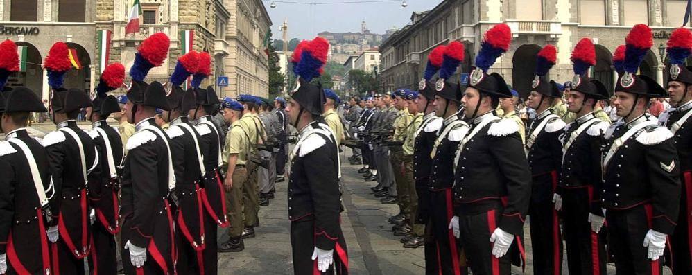 Carabinieri, bassi sì ma grassi no Militari e polizia: il nuovo regolamento