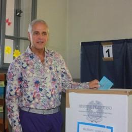 Formigoni sdogana Varoufakis Per le idee? No, per le camicie
