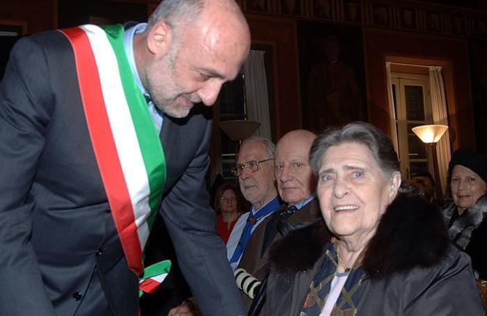 Nel 2007 ha ricevuto la benemerenza civica del Comune di Bergamo dal sindaco Roberto Bruni