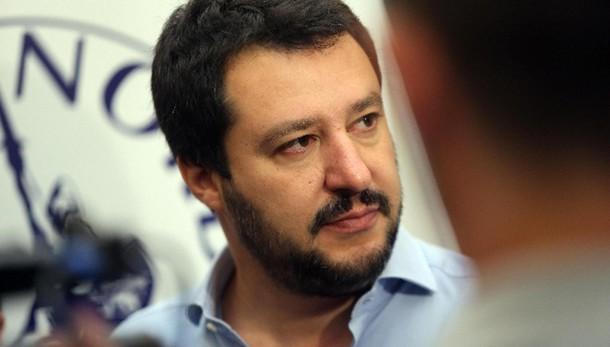 Salvini, mons. Galantino fa politica