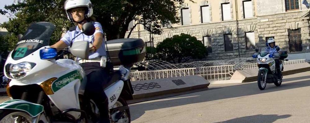 Controlli anti degrado 12 multati in piazzale Alpini