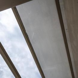 Un dettaglio della copertura del parterre, in vetro serigrafato