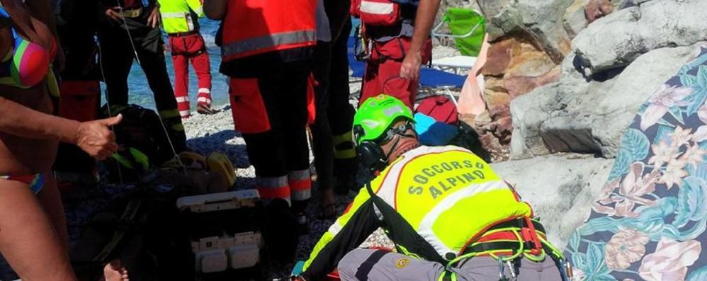 Di San Giovanni Bianco il 20enne ferito Colpito da roccia al mare: resta grave