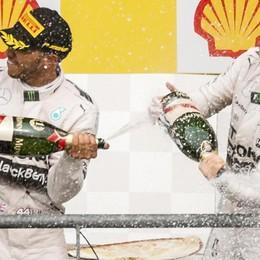 F1: doppietta Mercedes, ok Lewis A Vettel scoppia la gomma nel finale