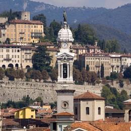 Bergamo dall'alto, apre il campanile Festa di Sant'Alessandro con burattini
