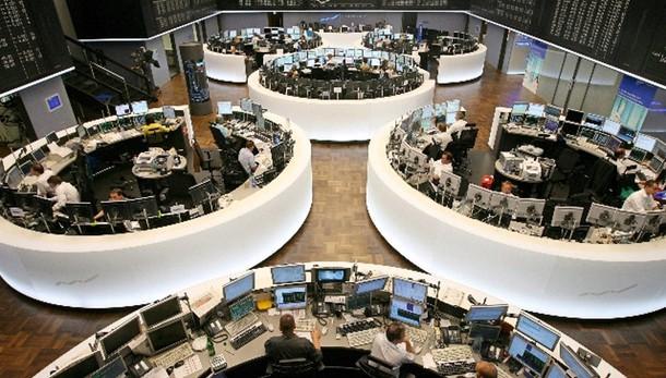 Borsa: Francoforte a picco, -4,70%