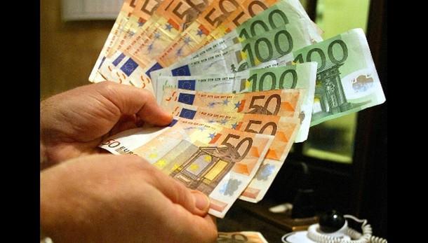 Cambi: euro sale a 1,15 dollari